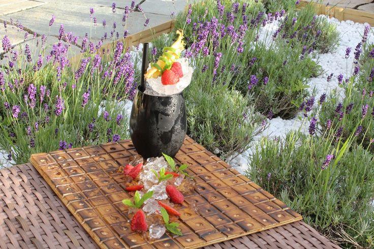Découvrez notre cocktail du moment! Le SLOEBERRY, un gin infusé à la prune avec des notes acidulées de fruits rouges et vanille...Pour commencez le week-end en beauté!