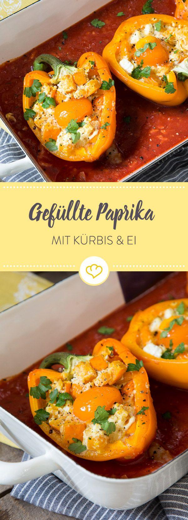 Gefüllte Paprika mit einer Füllung aus zartem Kürbis, cremigem Ricotta und kräftigem Feta. Schnapp' dir Gabel und Messer und gönne dir einen Bissen.