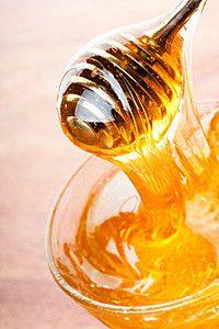 Skin Recipe: Mathilde Thomas's Sugar-Honey-Oil Body Scrub