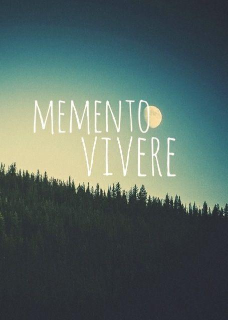 Imagem de text, Memento Vivere, and moon