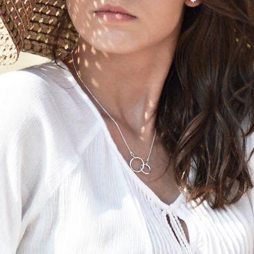 Srebrny naszyjnik z obrączkami, srebro, karma, dwa kółeczka, obrączki, biżuteria gwiazd, celebrytka / Silver Necklace, karma, jewellery, jewelry, celebrity