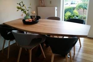 Half ovale eettafel zwart staal kruisonderstel stoer