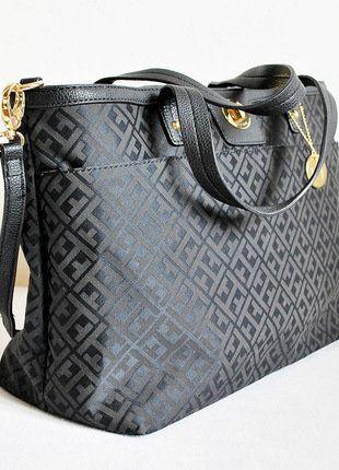 Kupuj mé předměty na #vinted http://www.vinted.cz/damske-tasky-a-batohy/kabelky/15408450-luxusni-cerna-kabelka-tommy-hilfiger