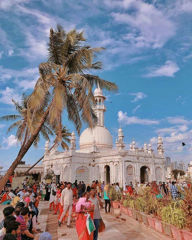 Haji Ali Dargah Mumbai. . Credit : @_mumbaikaraman_ . Use #ExploreMumbai and tag us to get featured. .  Follow  @exploremumbaiin  . . #HajiAli #HajiAliDargah #mumbai #mumbailife #mumbai_igers #mumbaikar #mumbailocal #mymumbai #mumbaidiaries #streetsofmaharashtra #streetsofmumbai #mumbaidaily #mumbaiblogger #mumbaimerijaan #travel #travelpic #travelbug #travelpics  #blogger #bloggerslife #travelgram #mumbaiinstagrammers #india #instamumbai