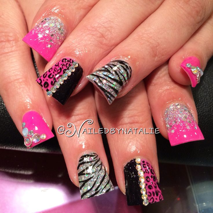 WOW.. These nails just scream FUN! Duck tip acrylic nails with nothing but fun these colors are too cute together
