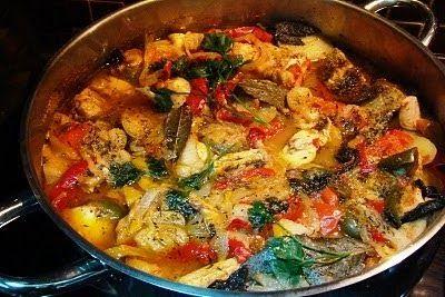 Ingredientes: peixe variado (salmão, pescada, raia, lulas, polvo, peixe espada, peixe vermelho, espadarte, sardinha,congro, tamboril ...) q...