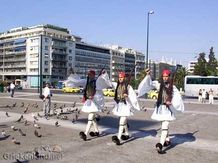 Het Syntagma plein in Athene met de wisseling van de wacht. Syntagma square in Athens.