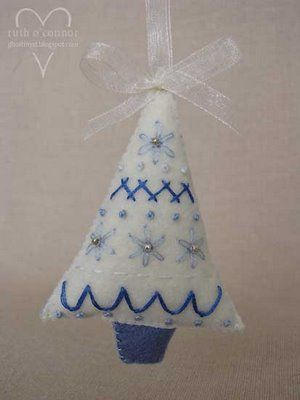 felt christmas ornament: little embroidered xmas tree | make handmade, crochet, craft