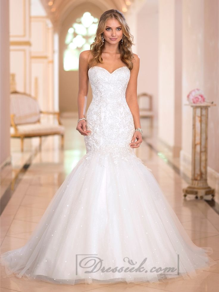 This fit-and-flare wedding dress features Lace applique on crystal beaded Tulle. All eyes will be on you when the smattering of crystals pick up light and turn your day into a magical reflection of your unique style.