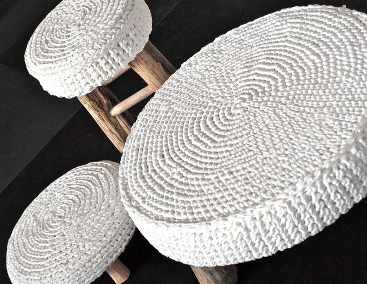 crochet stool covers - yep, I'm not idolizing those rich bar stools of today........ this is perfect!