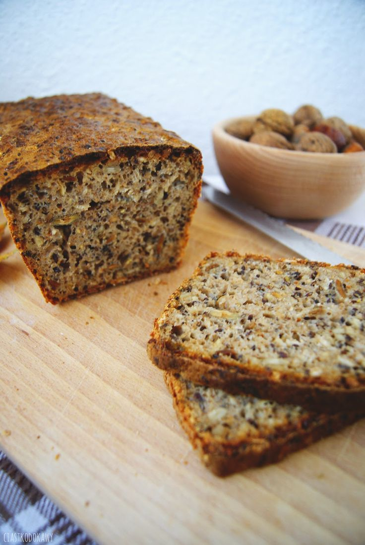 Przepis na przepyszny, domowy chleb na zakwasie żytnim z mąk mieszanych z dodatkiem słonecznika, siemienia lnianego, pestek dyni i sezamu!  The recipe for a delicious, homemade rye sourdough bread, of mixed flour, with the addition of sunflower, linseed, pumpkin seeds and sesame seeds!