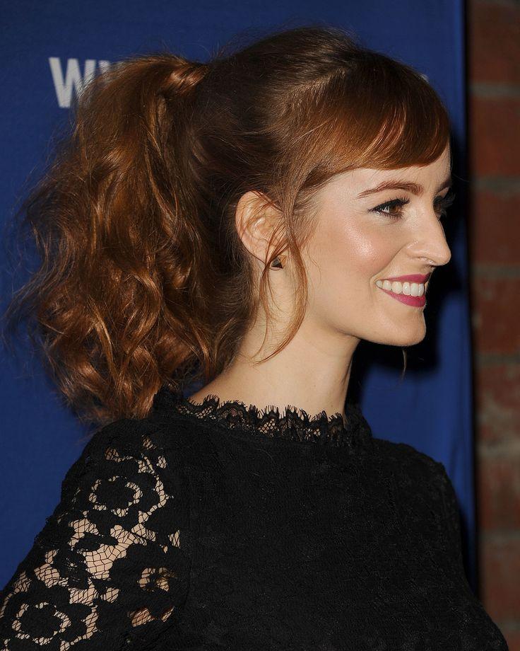 Perfetta per chi ha i capelli ricci: liscia le ciocche davanti e lavora con il ferro le lunghezze come Ahna O'Reilly.  -cosmopolitan.it