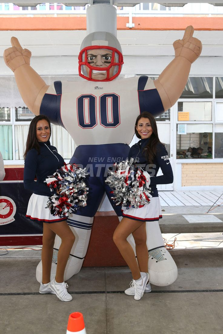 Trey Flowers and the Patriots Cheerleaders visit Mexico City | New England Patriots