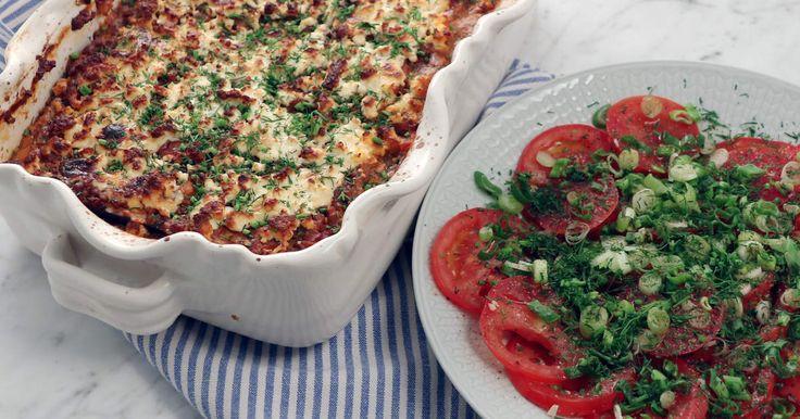 Som en blandning av moussaka och lasagne - gratäng med linser, aubergine, zucchini och smält fetaost... riktigt gott även i matlådan dagen efter!