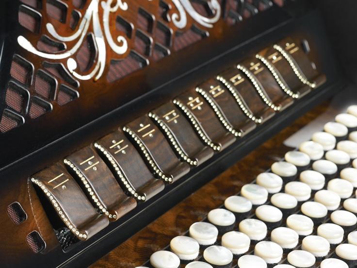 Amazing accordions artisans in Le Marche: Beltuna, Castelfidardo