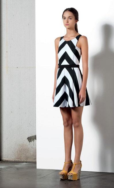 Look 13 . 302 Abito / Dress . 204P Scarpa / Shoes