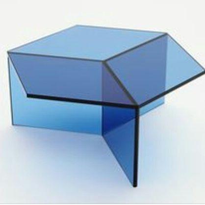 Schön Wir Präsentieren Ihnen Den Von Sebastian Scherer Entworfenen Glas  Beistelltisch Isom, Der Je Nach Blickwinkel Seine Form Optisch Wechselt.  Mit Dem Einsatz
