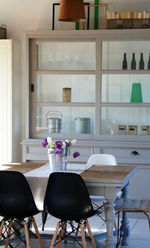 vaisselier gris/blanc + table rustique