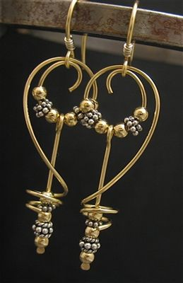 Beautiful wire wrapped earrings. Great movement!