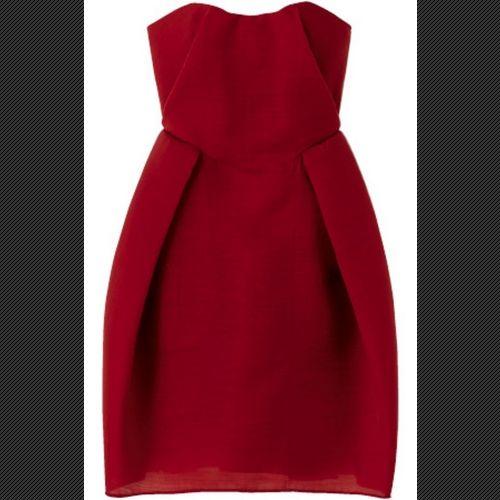 ミニマムなシルエットが最新エレガンスを添える、冬のベアトップドレス。(10)
