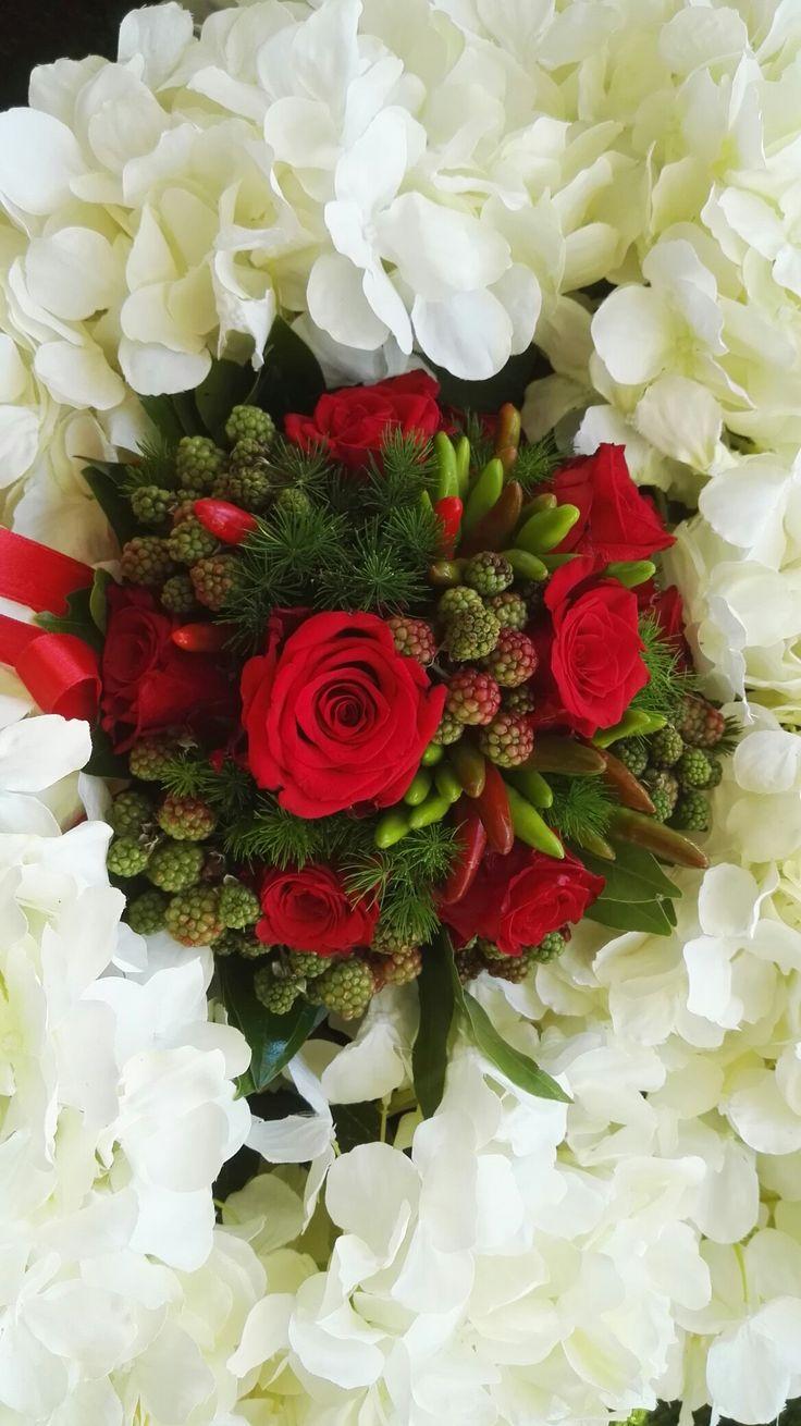Composizione con rose e ortensie