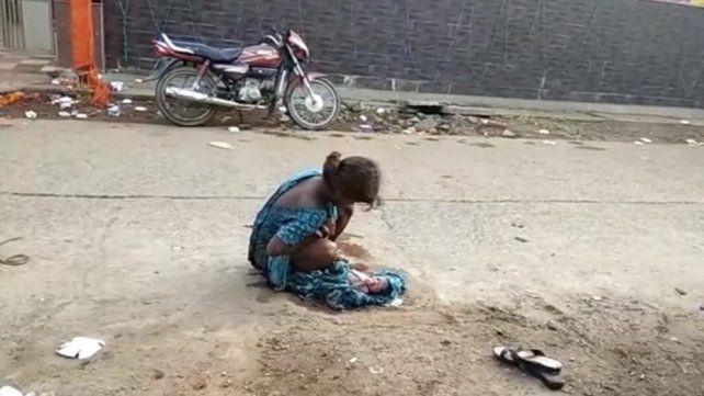 India una joven dio a luz en plena calle al ser rechazada por los servicios de emergencia - Uno Santa Fe