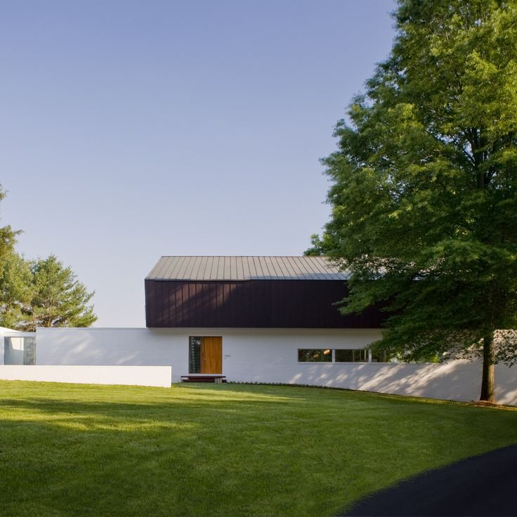 American architect Robert Gurney has created a house in Virginia topped with a geometric roof, which folds over the building to protect it from harsh winds.