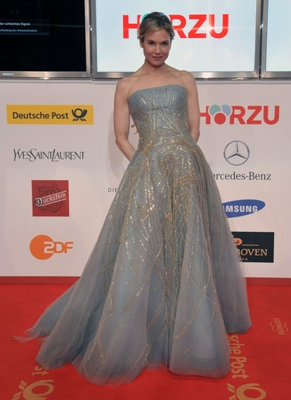 Celebs at the 46th Golden Camera awardsGolden Cameras, Cameras Awards, 46Th Golden, Celeb, Beautiful, Grad Dresses, Awesome Pin, Awards Awesome, Catching Pin