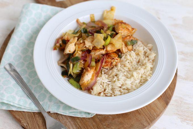Op zoek naar een lekker, simpel en snel hoofdgerecht? Bekijk dan eens dit recept voor kip met oestersaus en groenten. Lekker met rijst of noedels.