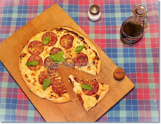 Gizi-receptjei. Várok mindenkit.: Pizza a legegyszerűbb recept alapján.