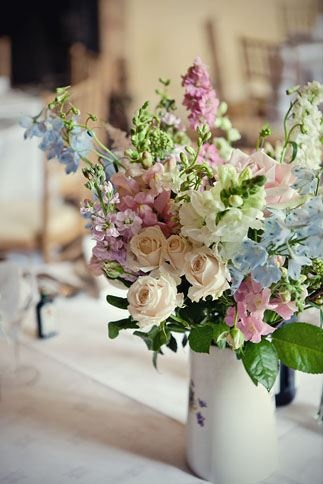 perfect table centre - stocks and delphiniums (Marianne Taylor)