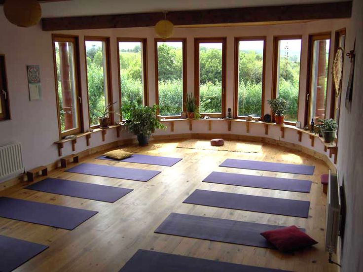 Very nice curves in this yoga room :)