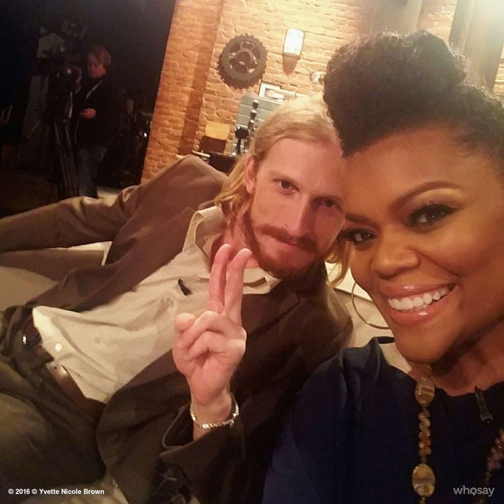 Austin Amelio & Yvette Nicole Brown on Special Episode of Talking Dead