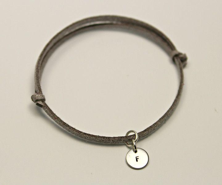 die besten 25 armband buchstaben ideen auf pinterest buchstabenarmband armband mit. Black Bedroom Furniture Sets. Home Design Ideas