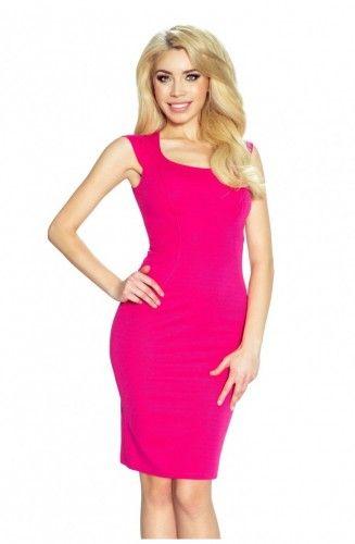 Lekko prowokacyjna dopasowana sukienka w kolorze malinowym.