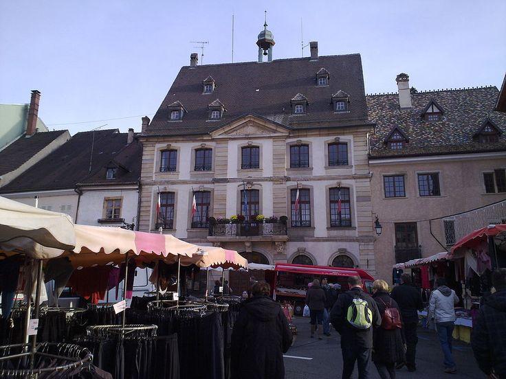 Hôtel de ville d'Altkirch lors de la 510e édition de la foire Sainte-Catherine.