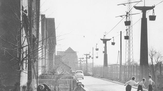 Kleine Geschichte einer Materialseilbahn - Die Seilbahn an der Zementwerksstraße in Leimen. ©HC-Archiv