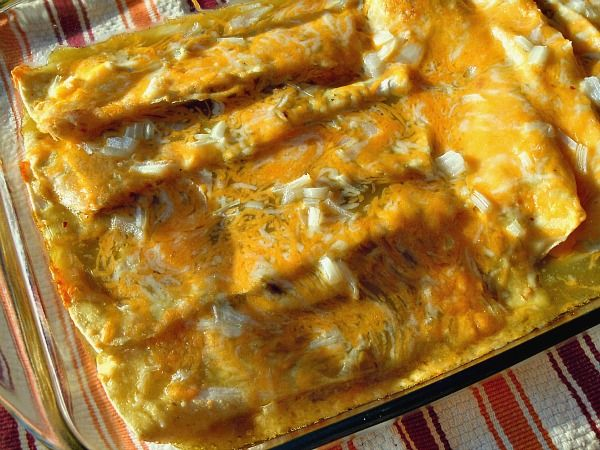 Chicken and Green Chile Enchiladas | OAMC from Once A Month Mom: Green Enchiladas, Chicken Chile, Enchiladas Sauces, Chicken Enchiladas, Mexicans Food, Cream Cheese, Chile Enchiladas, Green Chile, Months Mom