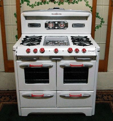 Gas cooker circa 1955 <3 <3 <3 - wow, I wouldn't mind having this one in my kitchen either!