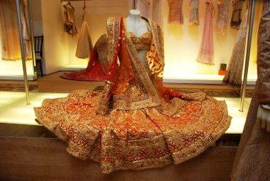 BEAUTIFUL! ♥♥♥ This! Reminds me of Karishma's- Hum Saath Saath Hain, Lehnga.. Maiya Yashoda.