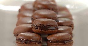 Prepara los sorprendentes macarons con chocolate. Una receta de origen francés con relleno de chocolate que está deliciosa. Descubre más en Nestlé Cocina.