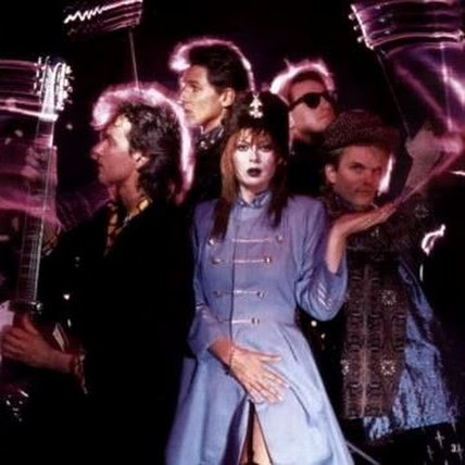 Chrissy Amphlett, Divinyls  ... Australian rock legend Chrissy Amphlett, best known as the singer of the Divinyls, has died in New York aged 53. Go to: www.abc.net.au