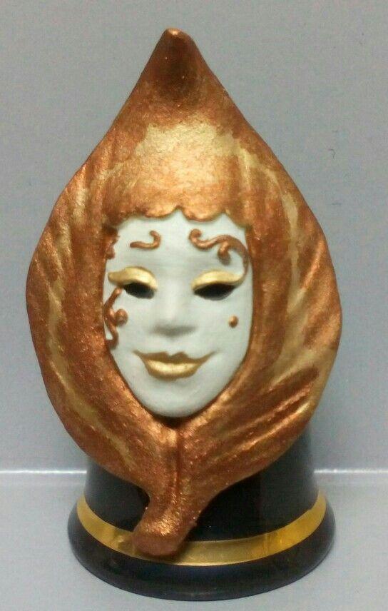 Leaf Pierrot, dedal de porcelana con máscara de estaño pintado a mano