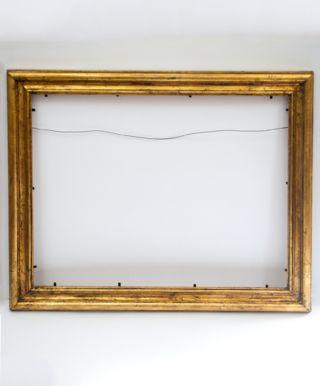 Marco Dorado a la Hoja Artesanal Medida Exterior:   54x44 cm. Medidas Interior:  36x46 cm. Varilla: Italiana de  4,5cm. dorado a la hoja artesanal (oro viejo).