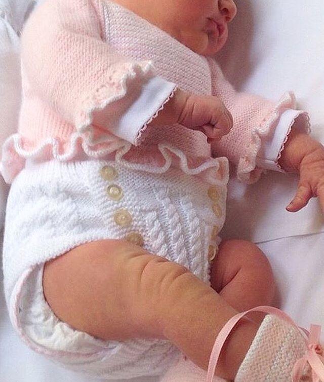 Un amor que nos encanta vestidita por @dosagujastt Lovely ❤❤•••Si te gusta déjanos un comentario, nos importa!! Gracias!! #modaespañola #modainfantil #ropaespañola #ropainfantil #hechoenespaña #madeinspain #modaespaña #kidsstyle #niñasconestilo #spain #modainfantilchic #kidsfashion #spanishbrand #cutekidsfashion#fashionkids #baby #babygirl #sweetbaby #babyfashion #childrensfashion #cutekidsclub #instababy #littlebaby #modainfantilespañola #modainfantilmadeinspain