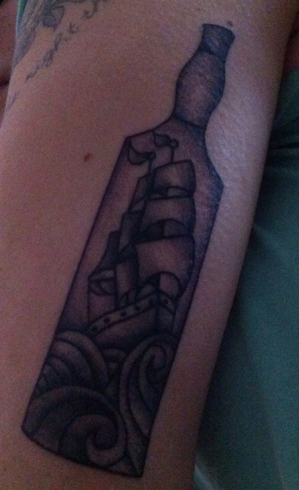 Nave in bottiglia,nuovo tatuaggio bianco e nero..si aggiungono pezzi!