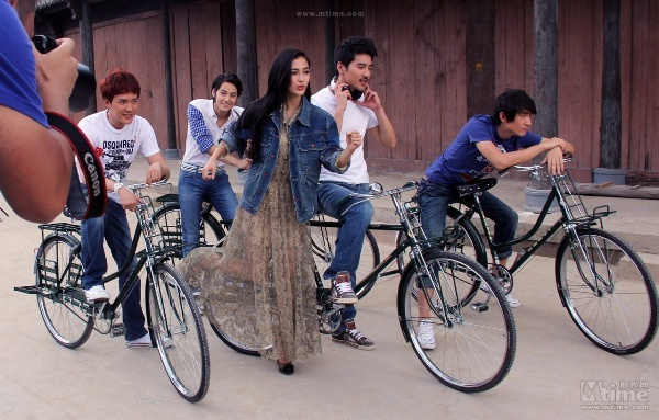 """Mark Chao, Shaofeng Feng, Kim Beom, Kevin Lin y Angelica Baby (reparto de """"Detective Dee. The Prequel"""")."""