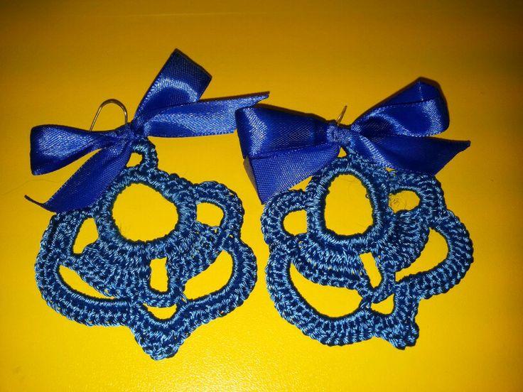 Orecchini blu con il fiocco di raso