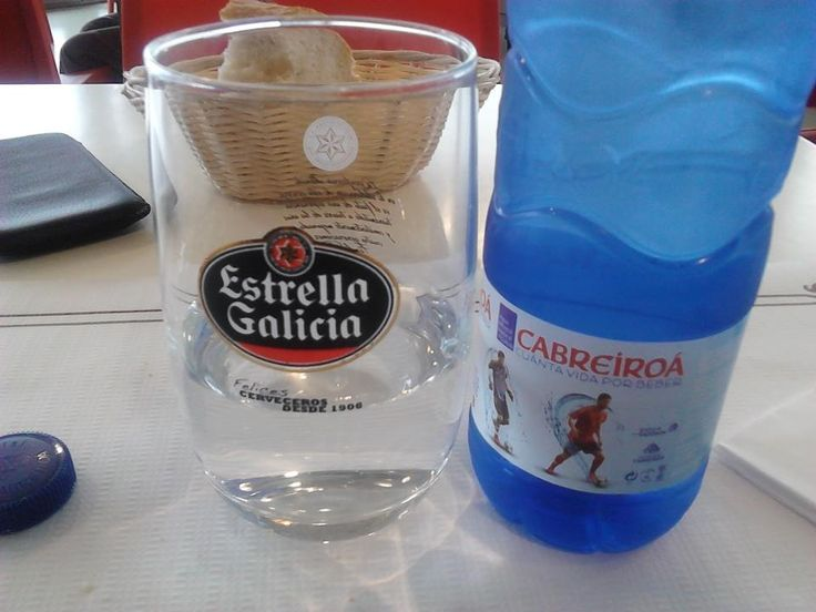 Agua Cabreiroá en copa de cerveza Estrella Galicia #desencuentros
