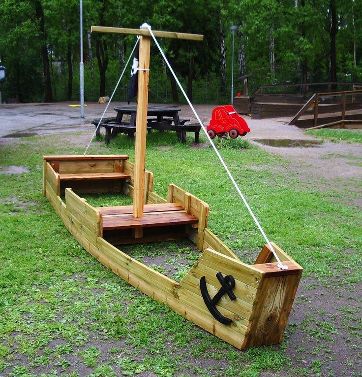 Stort piratskepp, perfekt för dagis eller trädgården hemma. Exclusive Design from the Lekstuga Factory
